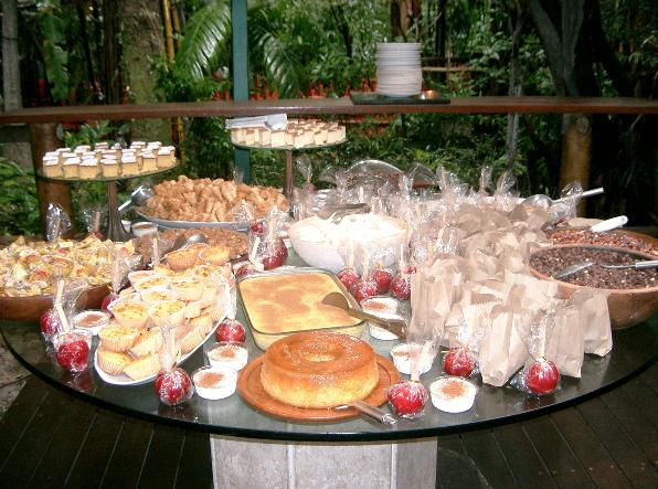Sanfoneiro e comidas típicas agitam a Festa Junina do Chácara Santa Cecília