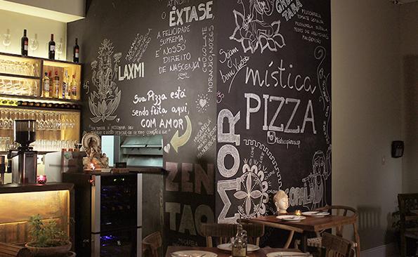 Pizzaria na Vila Madalena tem massas integrais, sabores inusitados e ambiente encantador