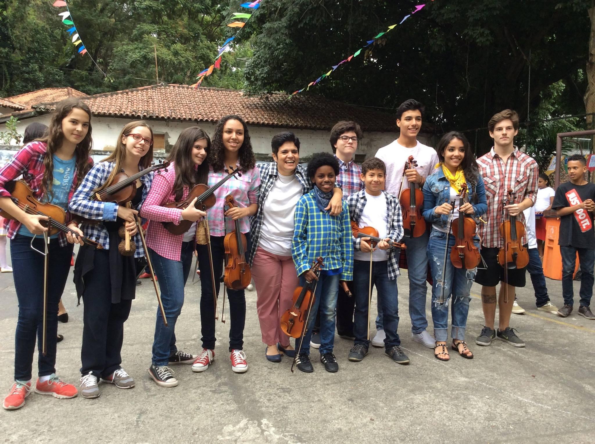Projeto Que Ensina Crianças A Tocar Violino Gratuitamente É Lançado No Rio De Janeiro